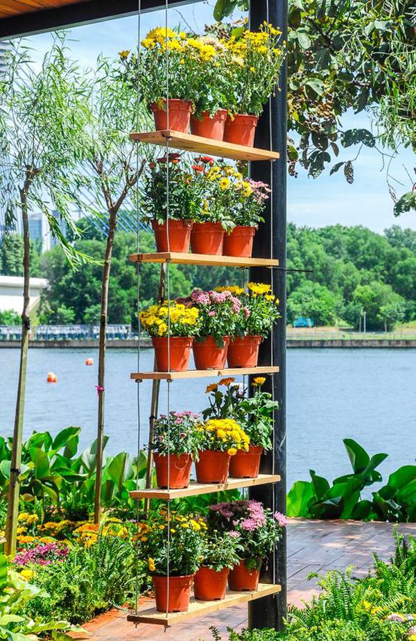 hanging-diy-vertical-flower-garden-with-pots