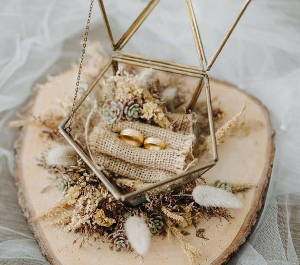 20 Beautiful Ring Holder Ideas For Engagement And Weddings