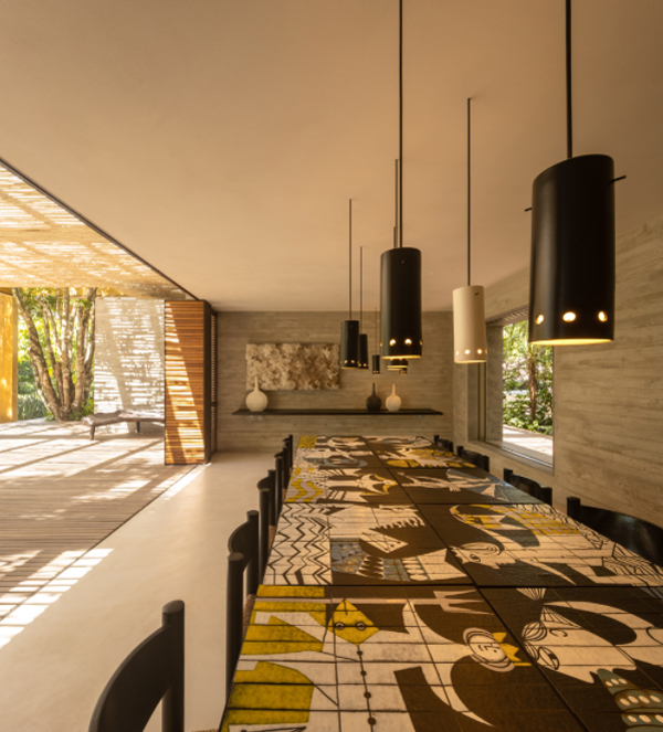 open-dining-space-with-artictic-tabletop