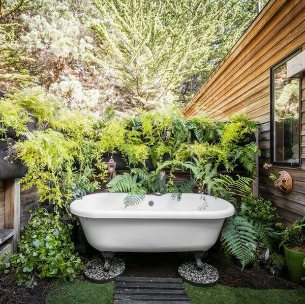 outdoor-bathtub-ideas-with-vertical-garden