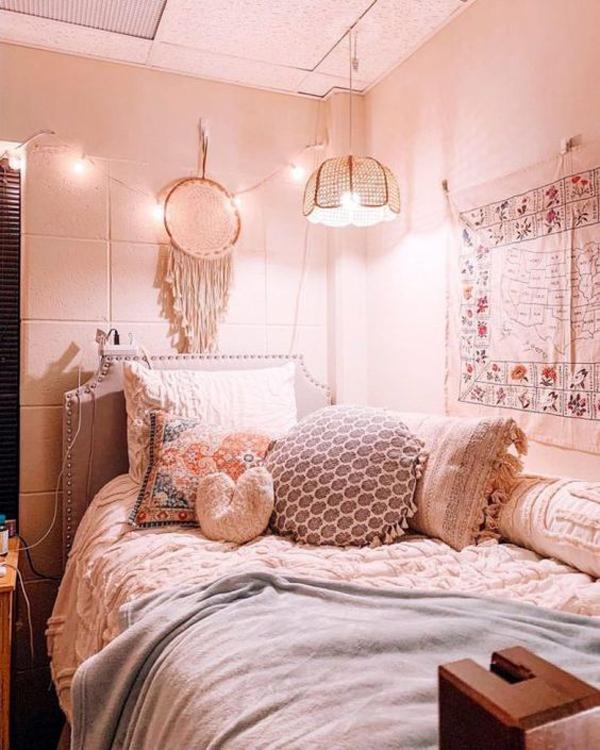 pinky-dorm-room-decor-ideas