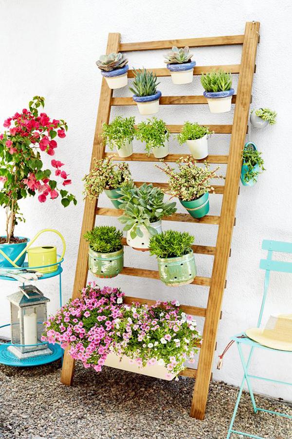 pretty-diy-vertical-garden-with-ladder