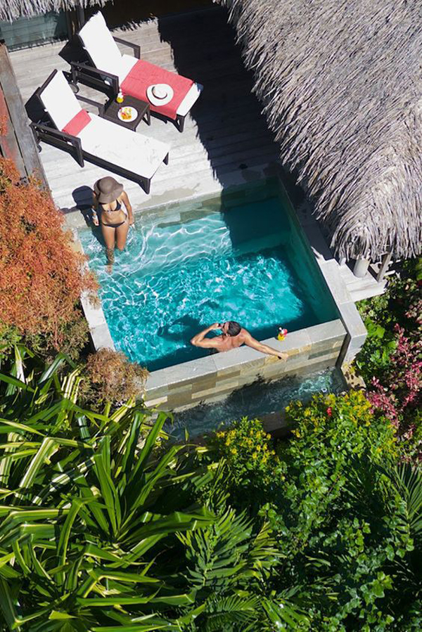 relaxing-cocktail-pool-like-a-holiday