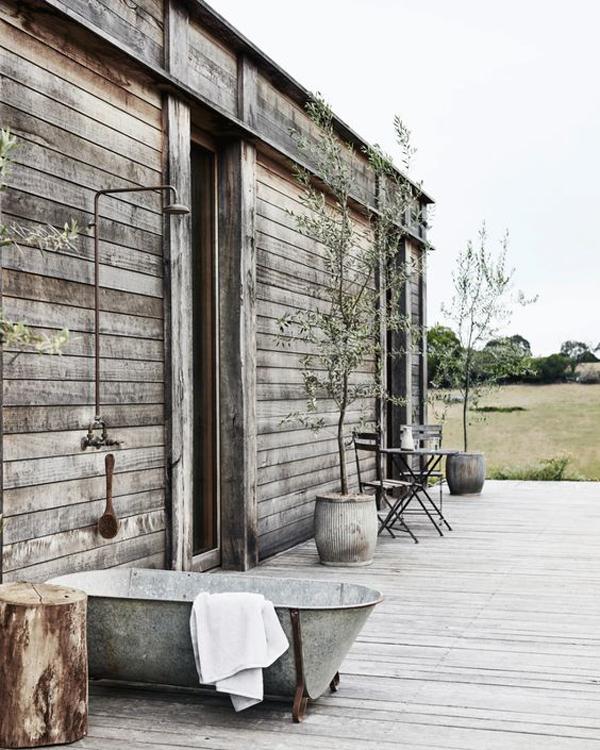 rustic-outdoor-tub-decks