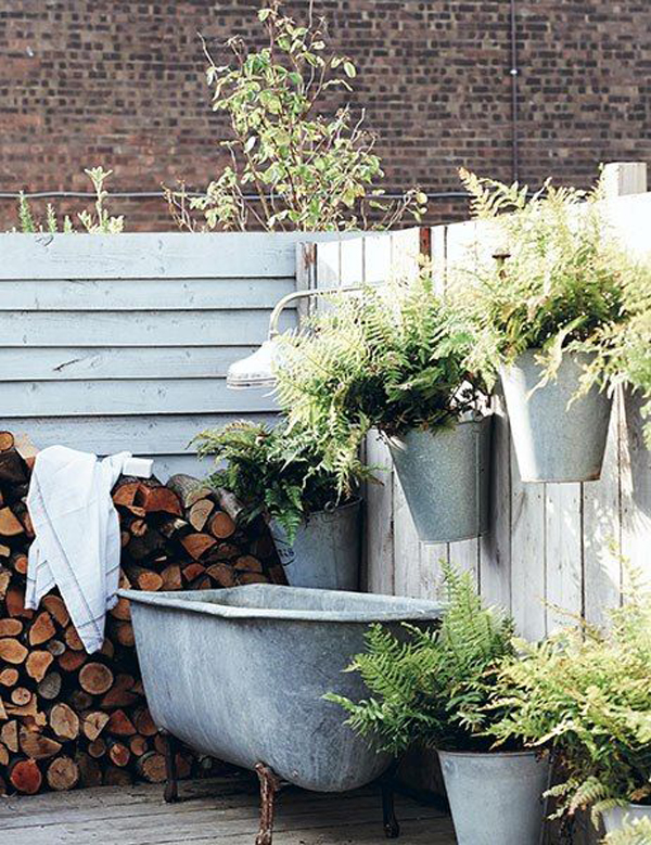 simple-backyarad-tubs-with-shed-garden