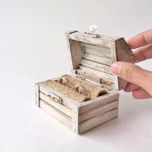 treasure-chest-ring-holders