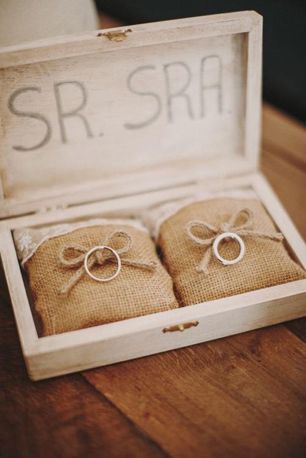 vintage-wedding-ring-box-with-burlap