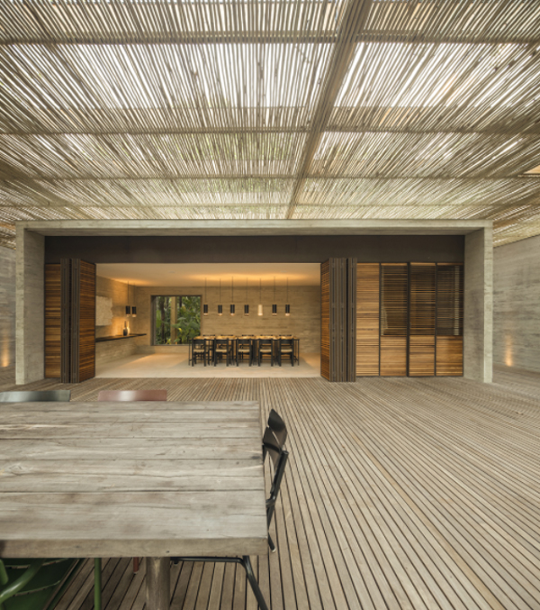 wood-outdoor-dining-deck