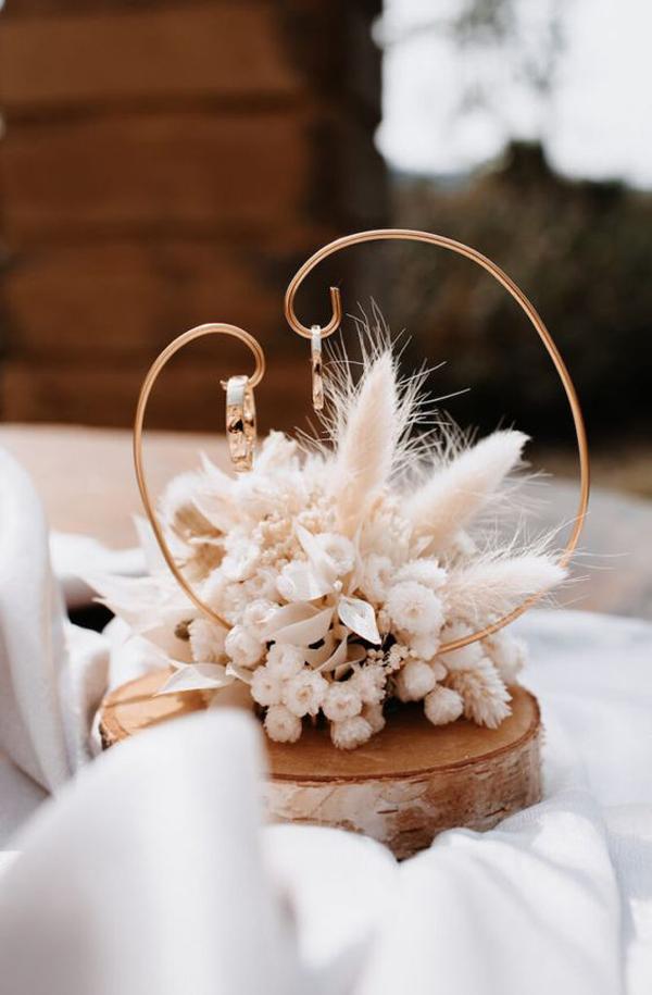 wood-rustic-wedding-hanger-ideas