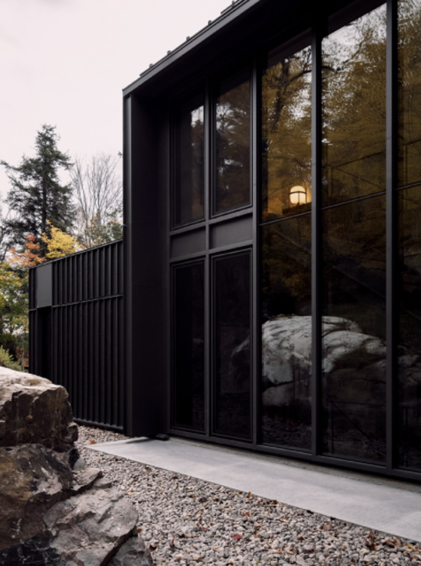 MTR-lake-house-with-glass-wall