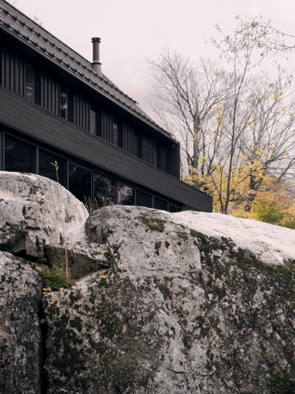 MTR-residence-with-cliff-suroundings