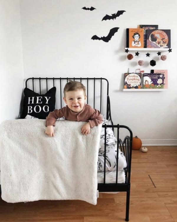 classic-kid-halloween-bedroom-design