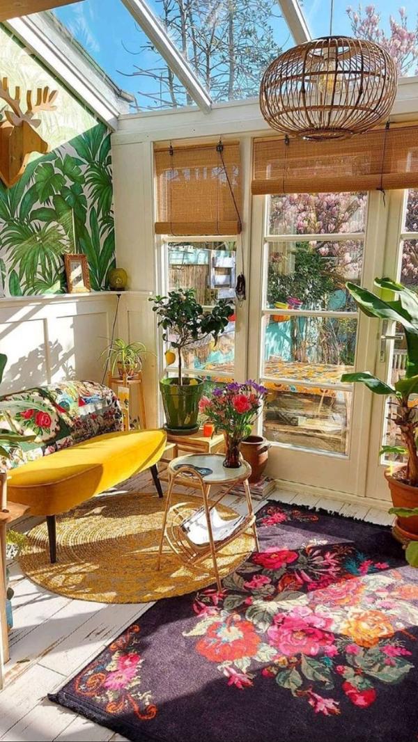 close-balcony-with-sunroom