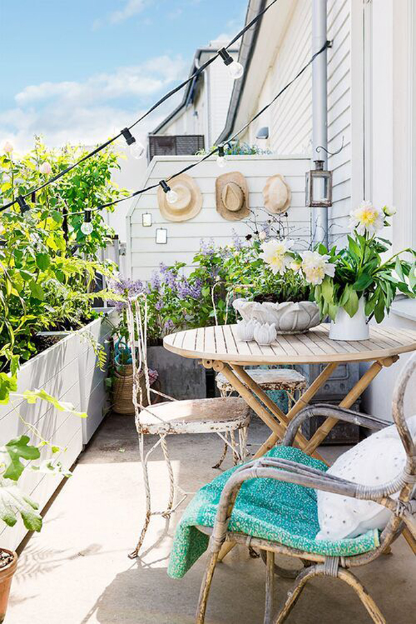 coastal-theme-balcony-design