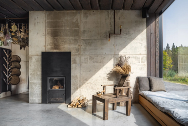 cozy-window-seats-with-traditional-fireplace