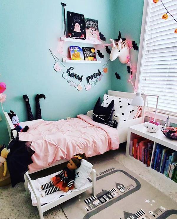 cute-halloween-bedroom-decor-for-little-girl