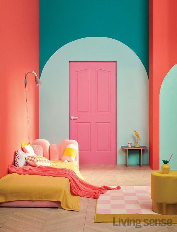 eclectic-door-color-blocking-with-room-decor