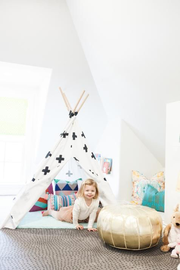 girl-bedroom-with-play-tent-areas