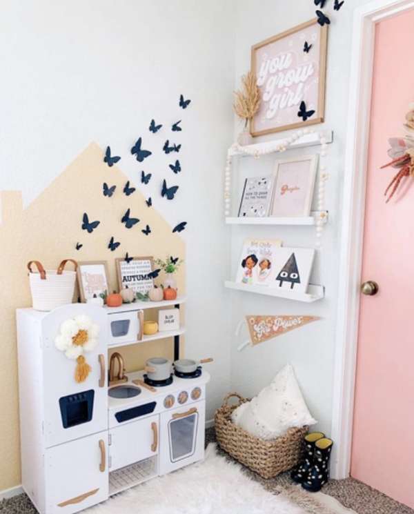 halloween-kid-bookcase-and-play-areas