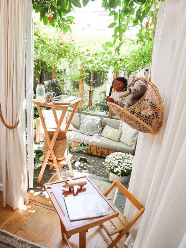indoor-outdoor-kids-desk