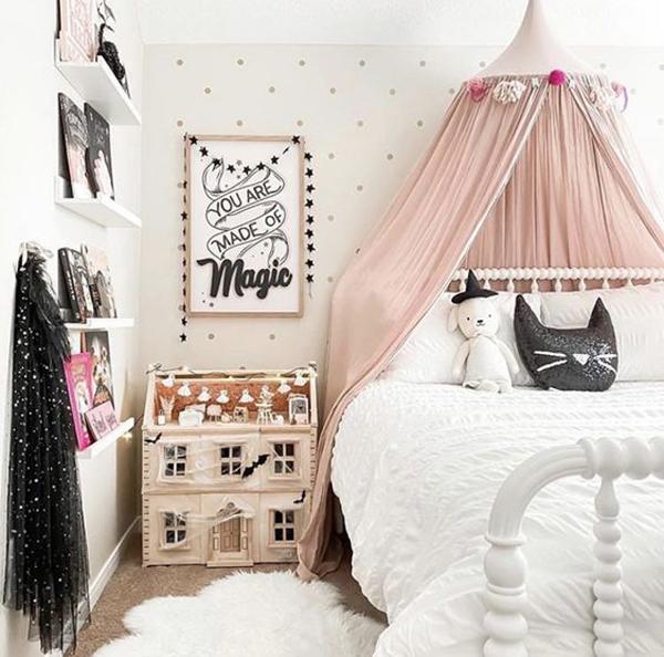 pretty-kids-halloween-bedroom-design