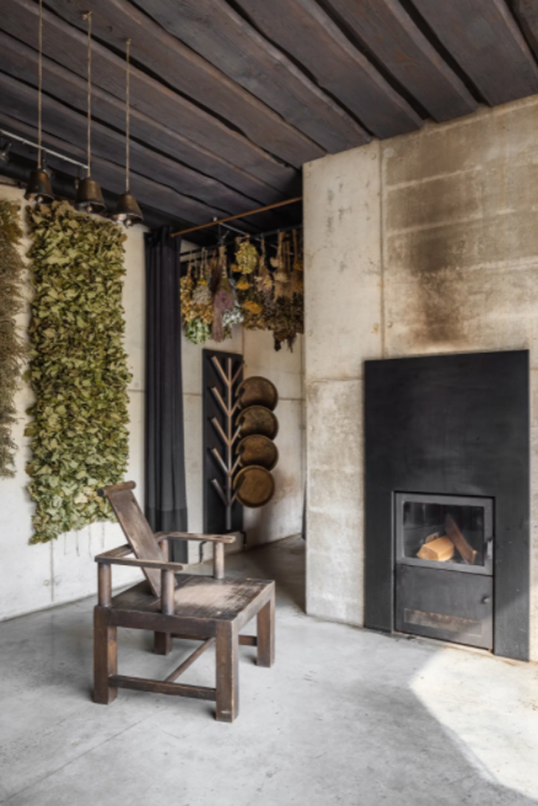 traditional-fireplace-design-with-vintage-chair
