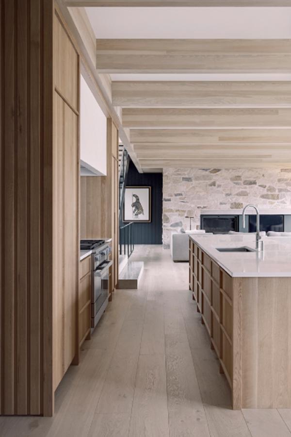 wood-lake-house-kitchen-design