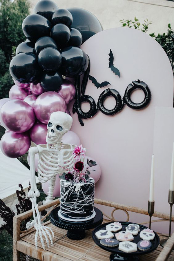black-and-pink-halloween-party-decor