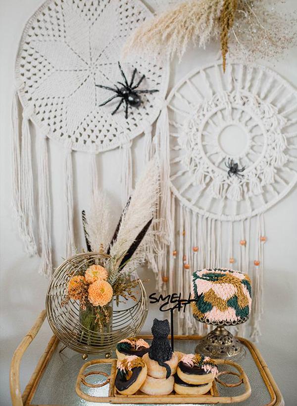 boho-halloween-party-ideas-with-dream-catcher