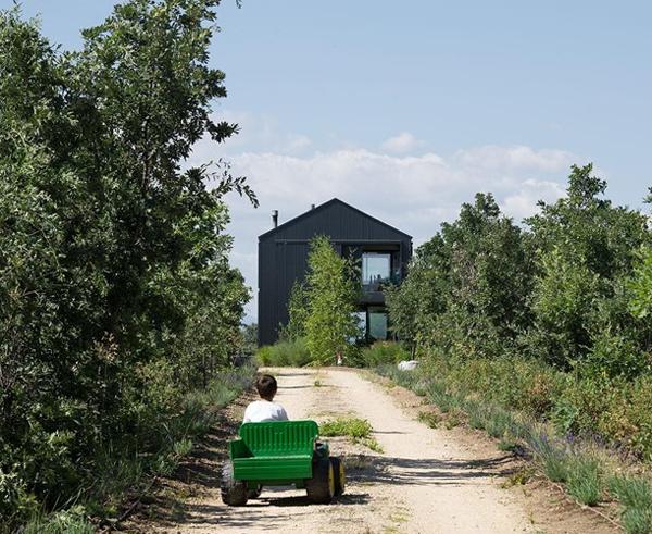 Casa Granero: Modern Barn House In Spain
