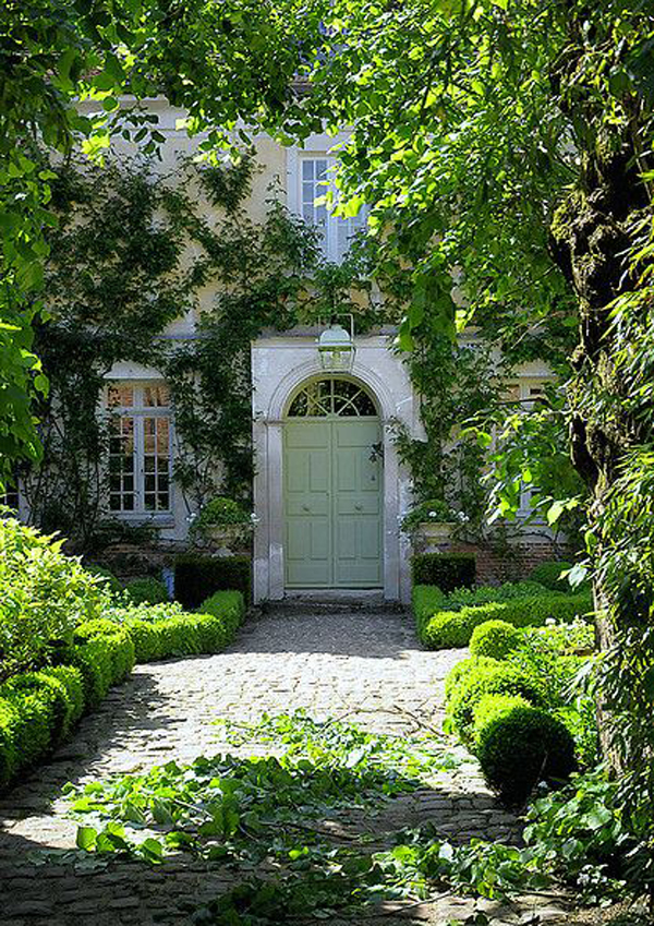 classic-entrance-landscaping-ideas
