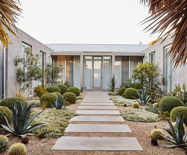 coastal-garden-with-modern-entrance