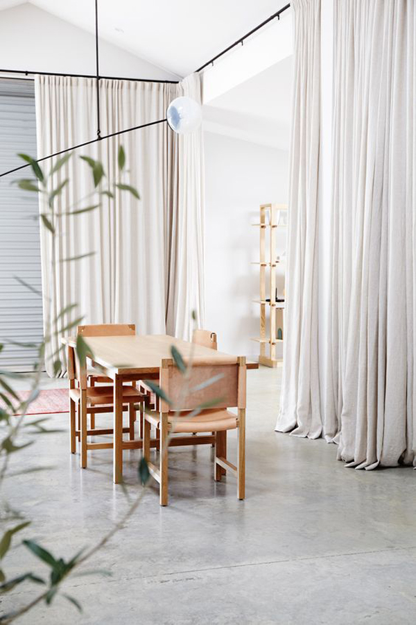 minimalist-room-decor-with-curtain-partitions