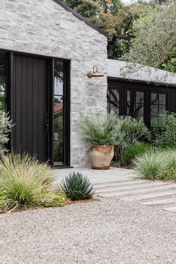 modern-farmhouse-entrance-landscapes