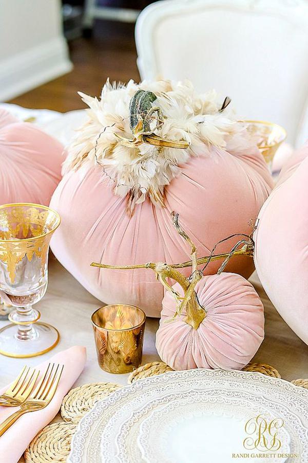 pink-pumpkin-halloween-tablescape-decor