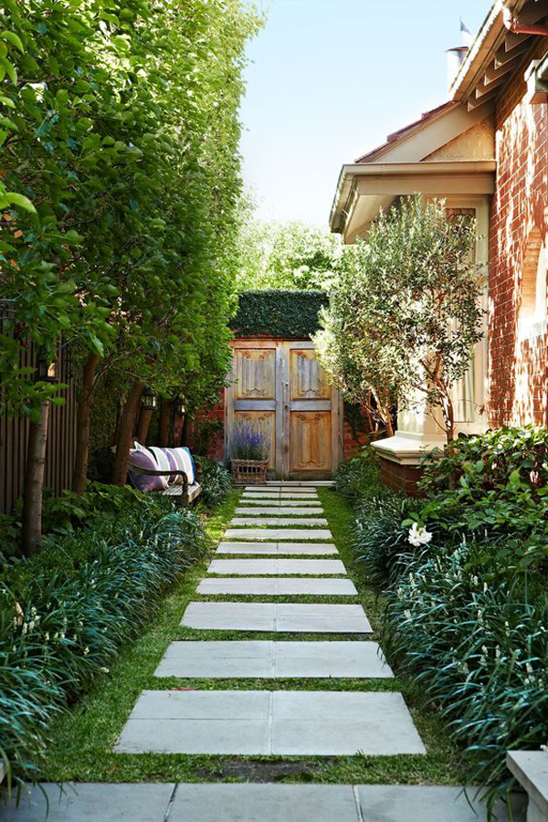 rustic-garden-with-entrance-design