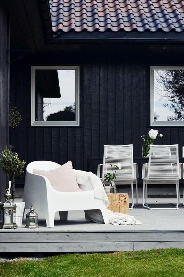 stylish-garden-decking-with-outdoor-furniture